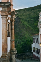 Os becos que encurralam as montanhas: Ouro Preto has Minas Gerais